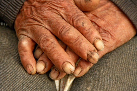 Händes eines Bauern in Südamerika