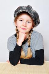 Mädchen mit Hut Zöpfen