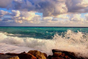 Stürmische Mittelmeerküste