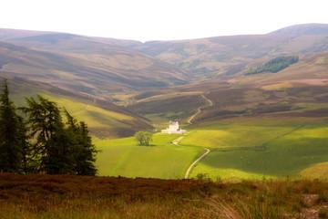 Kleines castle im schottischen Hochland