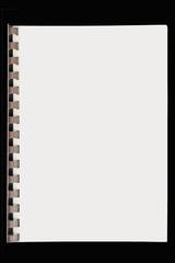 cahier à spirale plastique sur fond noir