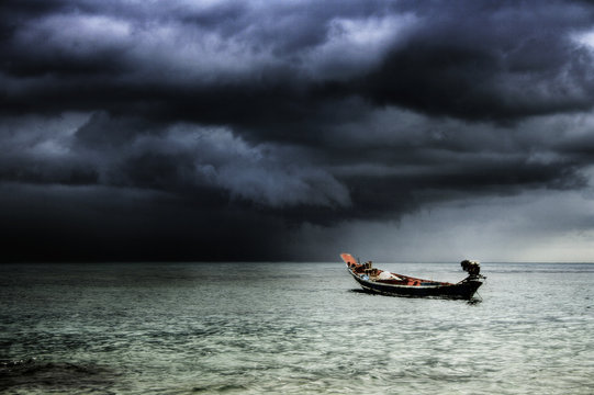 Stormy sea (Koh Tao, Thailand)