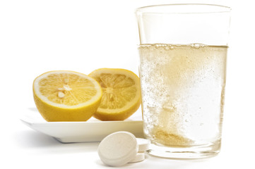 Vitamin C Brausetablette und Zitronen