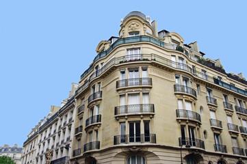 Immeuble parisien en coin