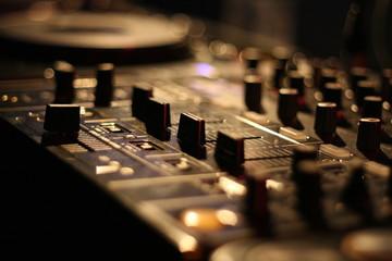 mischpult / mixer / dj
