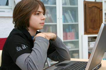 travail scolaire sur informatique