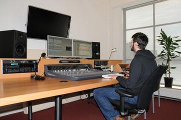 Tontechniker im Studio
