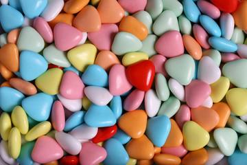 confetti colorati a forma di cuore