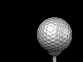 Golfball mit Tee auf schrwarz