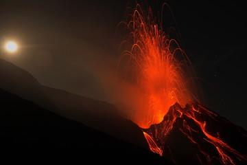 Stromboli, nächtliche Eruption Fototapete