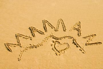 coeur de maman dans le sable