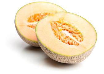 Eine Netzmelone auseinandergeschnitten
