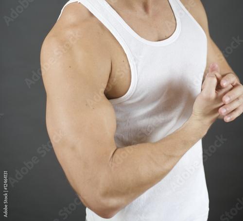 Arm Muskeln Bizeps Mann Unterhemd Kraft wut Aggression\