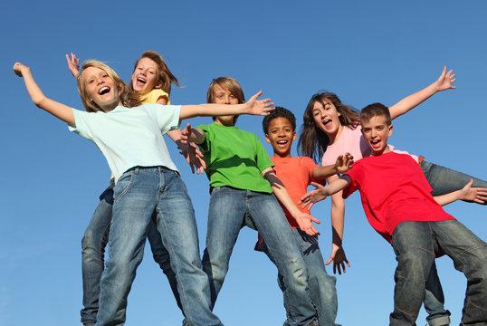 gropu of dverse kids at summer camp