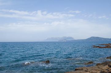 Mare di Sardegna con sfondo Isola di Tavolara