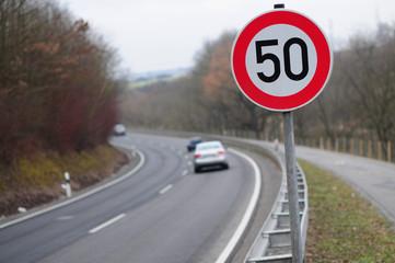 Landstraße mit Beschränkung