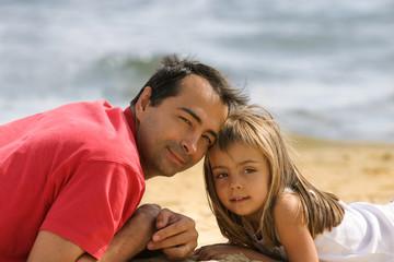 câlin papa sur la plage