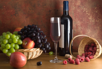 Red wine composition with fruit and berries