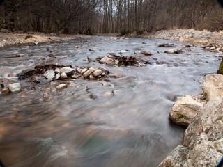 Rivière et courant