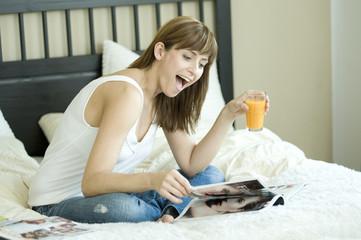 woman read a star magazine