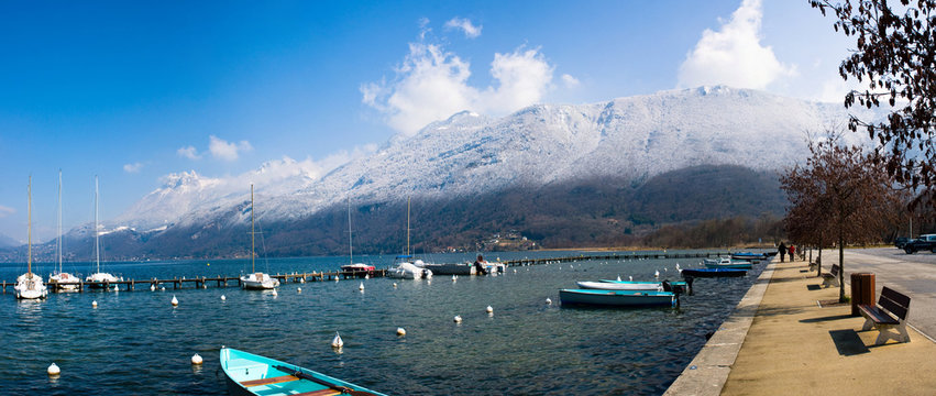 Le lac d'Annecy en Haute-Savoie