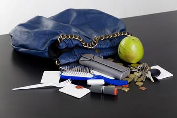 inhalt einer handtasche