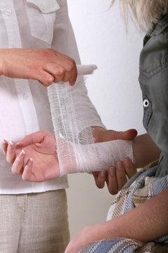 applying bandage for the underarm