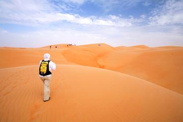 Randonneur dans le désert