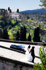 newly weds in Tuscany.
