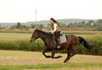 Equestrienne  goes  like blazes.