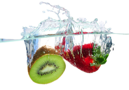Fruits splashing water