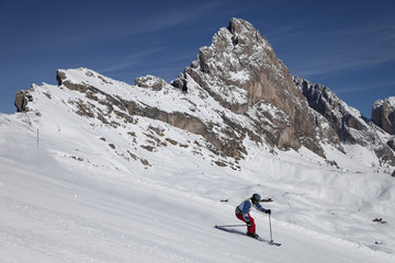 Skifahrer in den Dolomiten