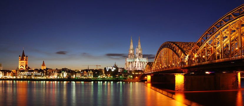 Köln bei Sonnenuntergang