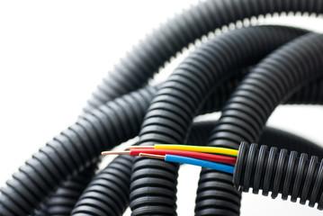 image, fil électrique et tube - matériel d'électricien sur blanc