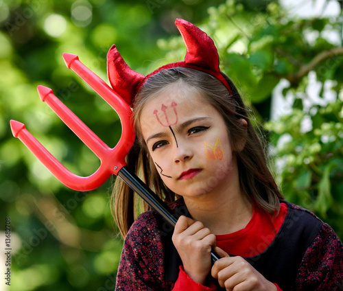 Petit diable et sa fourche 2 stock photo and royalty free images on pic 13682708 Maquillage de diablesse facile a faire