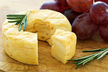 Käse mit Trauben