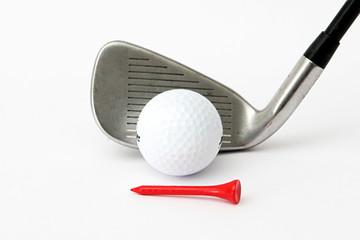 Golfschläger mit Ball und Tee
