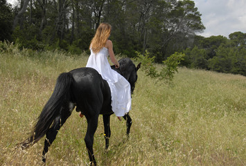 ingenue a cheval