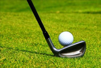 tir de golf sur le fairway