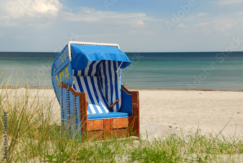 strandkorb am meer 318 stockfotos und lizenzfreie bilder auf bild 14168596. Black Bedroom Furniture Sets. Home Design Ideas