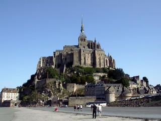 le célèbre mont St-Michel en Normandie