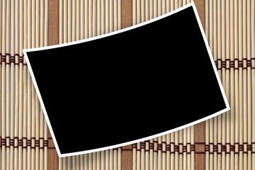 photo courbe sur set de table en bambou