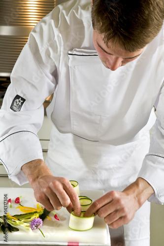 Cuisinier au travail photo libre de droits sur la banque for Emploi cuisinier