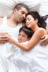 Nice familiy sleeping together