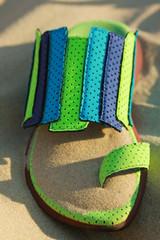 chaussure de plage dans le sable 4