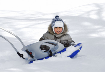 Little boy with sledge-04