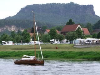 Segler auf der Elbe