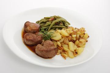 Schweinefilet mit Bohnen und Bratkartoffeln