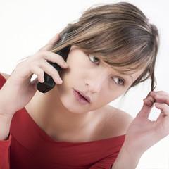 tristesse femme téléphone mobile