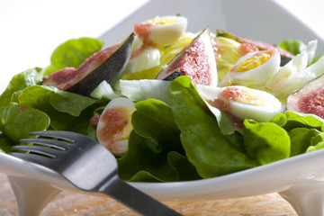 salad with figs and quail eggs